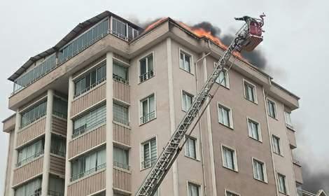 Tokat'ta, 5 katlı binada çatı yangını