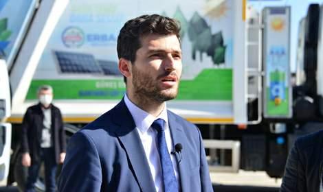 Belediyede, çevreci hibrit çöp kamyonlarıyla yakıt tasarrufu