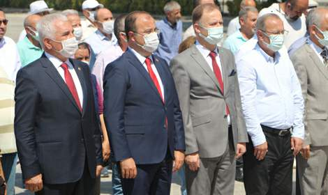CHP ve İYİ Parti'den 30 Ağustos çelengi