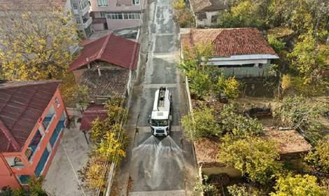 Erbaa Belediyesi cadde ve sokakları dezenfekte ediyor