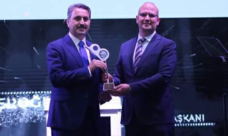 Eroğlu'na 'yılın il belediye başkanı' ödülü