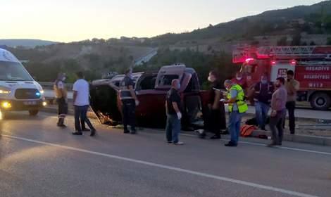 Tokat'ta hafif ticari araç takla attı: 2 ölü, 2 yaralı