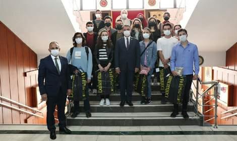 Vali Balcı, İlk otuza giren öğrencileri ödüllendirdi