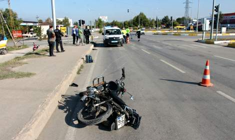 Tokat'ta kamyonetin çarptığı motosiklet sürücüsü yaralandı