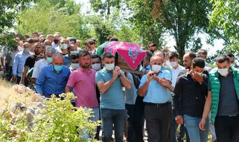 Kazada ölen 8,5 aylık hamile Esra ile yeğeni Taha toprağa verildi