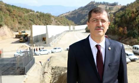 Tokat'ta, 1,5 milyar lira maliyetli bölünmüş yol çalışması sürüyor