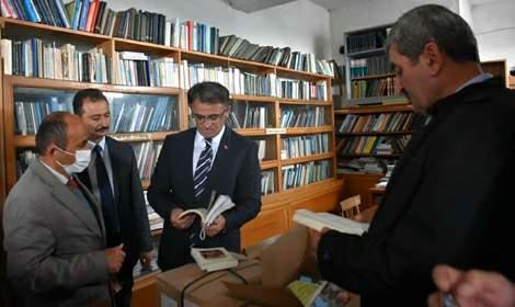Vali Balcı, 'Okumak için kütüphane, Çalışmak için bilgi lazım'