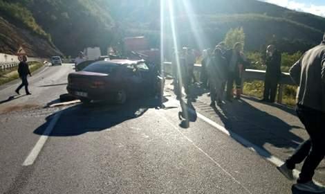 Otomobil, kamyonete çarptı: 1 ölü, 2 yaralı