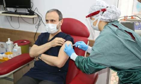 Tokat'ta sağlık çalışanlarına aşılama başladı