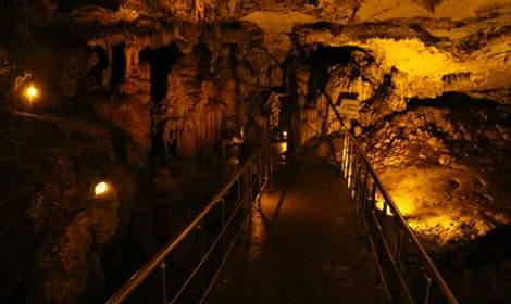 Sarkıt ve dikitleriyle dikkat çeken Ballıca Mağarası'na 64 bin ziyaretçi