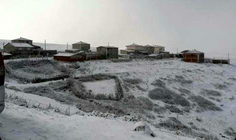 Tokat'ın Halaçlı köyünde mevsimin ilk karı