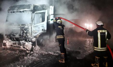 Tokat'ta seyir halindeki TIR yandı