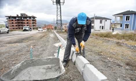 Turhal'da bordür ve parke çalışmaları devam ediyor