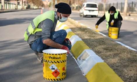 Turhal'da kaldırımlar boyanıyor