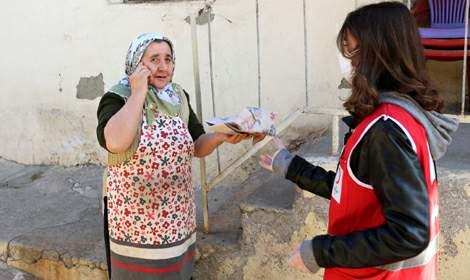 Türk Kızılayı'ndan evde kalanlara simit ve ekmek ikramı
