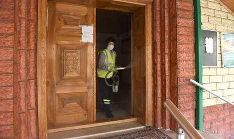 Turhal'da cuma namazı öncesi camiler dezenfekte edildi