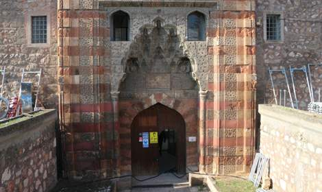 Turkuaz çinili Gök Medrese'de restorasyon