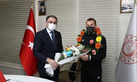Vali Balcı ve Başkan Eroğlu Başarılı Sporcuları Ödüllendirdi