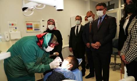 Vali Ozan Balcı, 'Parlayan Dişler Mutlu Gülüşler'